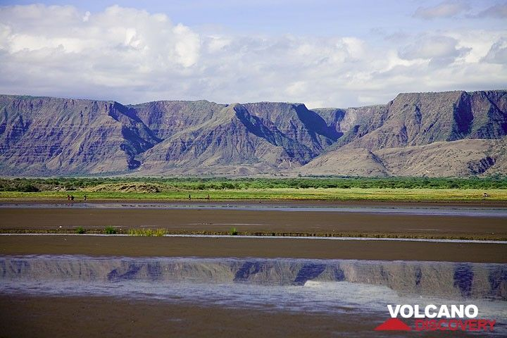 The western escarpment wall of the Rift Valley at Lake Natron. (Photo: Tom Pfeiffer)