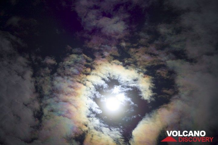The remnants of the rain cloud in the sky create a nice halo arond the moon at night. (Photo: Tom Pfeiffer)