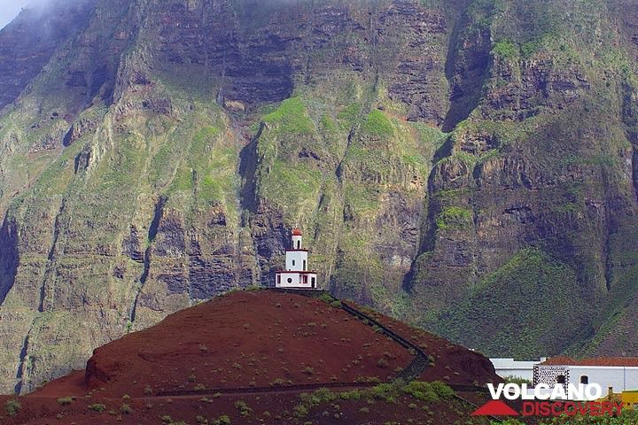 Lighthouse-church Virgen de Candelaria, La Frontera, sitting on a relatively young cinder cone. (Photo: Tom Pfeiffer)