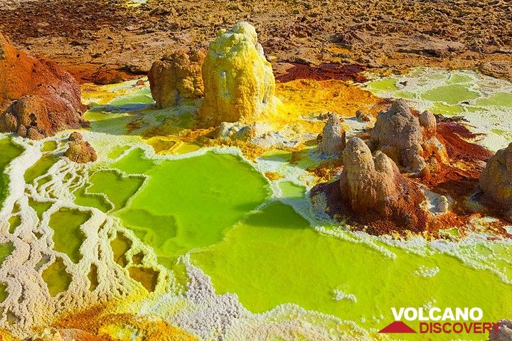 Bizarre green and yellow salt ponds and miniature terraces at Dallol hydrothermal field, Danakil desert, Ethiopia (Photo: Tom Pfeiffer)