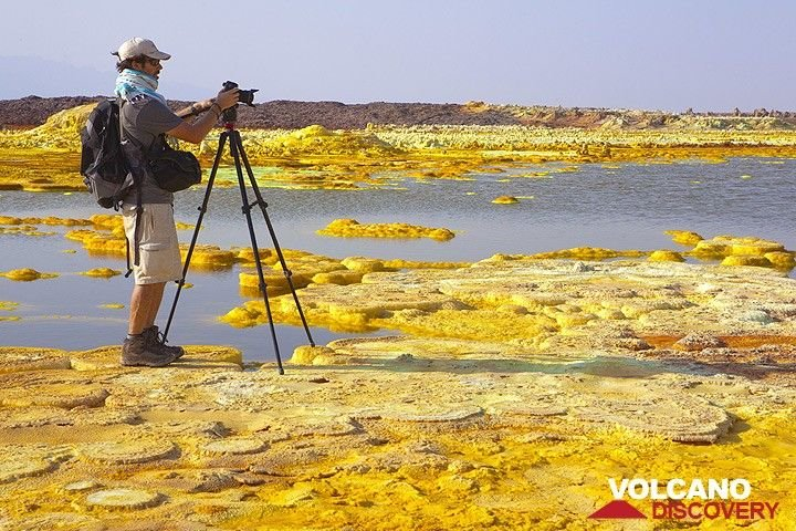 Fotograf am Dallol (Photo: Tom Pfeiffer)
