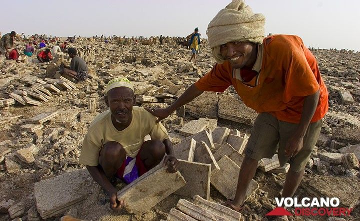 In a sea of broken crust, these Afar can be proud of their well-cut blocks. (Photo: Tom Pfeiffer)
