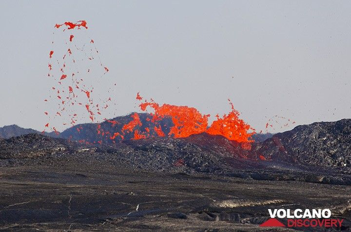 Sometimes, large quantities of lava are thrown outside the wall creating small secondary flows. Bursting lava bubbles are torn into thin threads, Pele's hair. (Photo: Tom Pfeiffer)