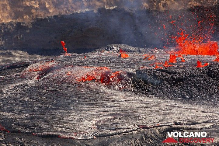 An overflow on the southern margin of the lava lake. (Photo: Tom Pfeiffer)