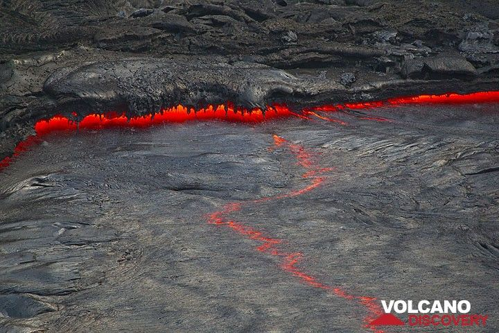 Lava stalactites (Photo: Tom Pfeiffer)
