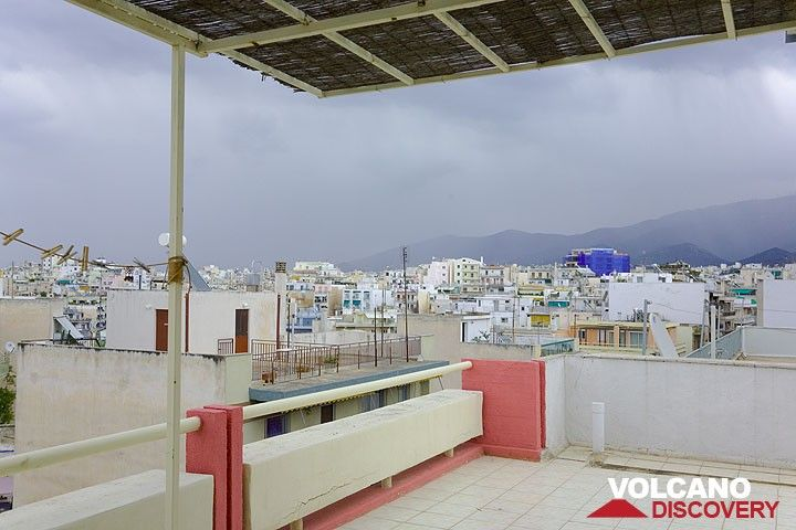 Rain over the houses of Athens (March 2009) (Photo: Tom Pfeiffer)