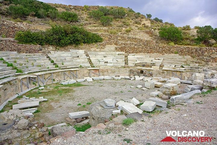 Das antike griechische Theater bei Plaka (Photo: Tom Pfeiffer)