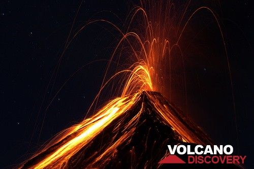 Explosion from Fuego volcano, Guatemala, at night (Photo: Yashmin Chebli)