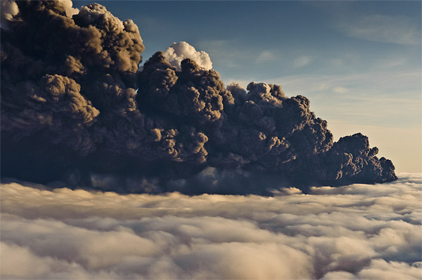 The ash plume generated by Eyafjallajkull's eruption in April 2010. (Photo: Jorge Santos)