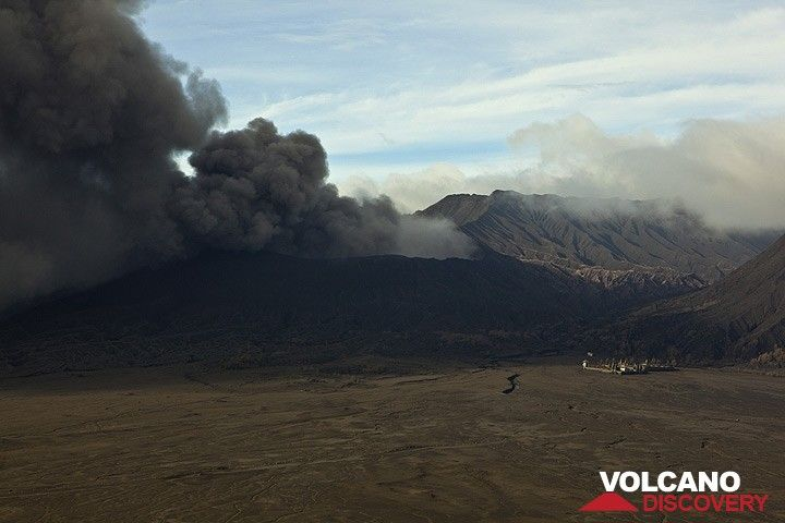 The eruption of Bromo with its ash plume seen from the caldera rim at Cemoro Lawang village (16 Feb 2011) (Photo: Tom Pfeiffer)