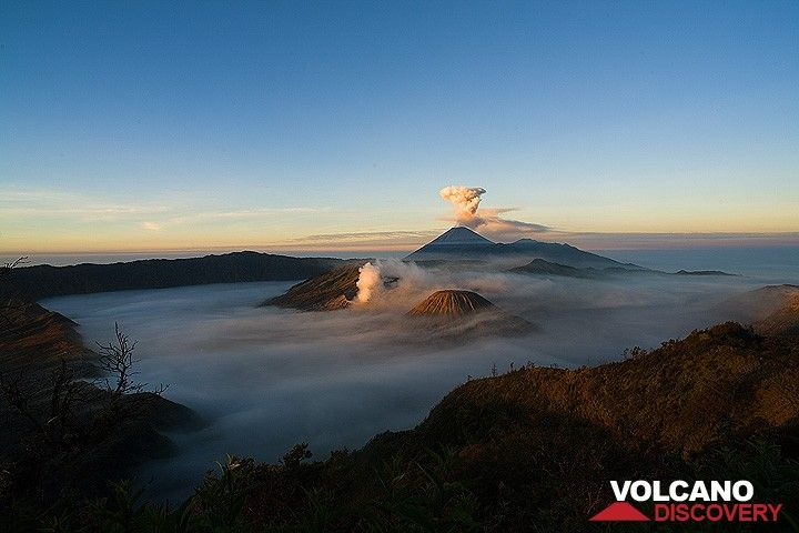 Sunlight reaching the peaks over the Tengger caldera (c)