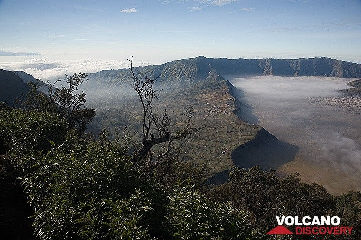 To the NE, the caldera is breached by a giant valley, created by a large, prehistoric flank collapse of the Tengger volcano. (c)