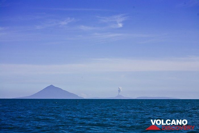 The erupting Anak Krakatau from distance (Photo: Tobias Schorr)