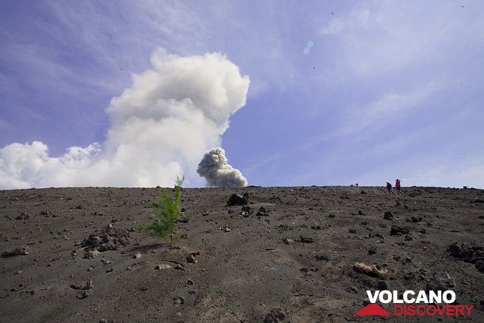 Eruption of Anak Krakatau in July 2009 (Photo: Tobias Schorr)