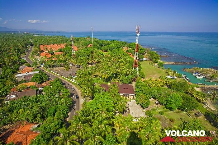 View from the lighthouse of Anyer to the coast of Java (Photo: Tobias Schorr)