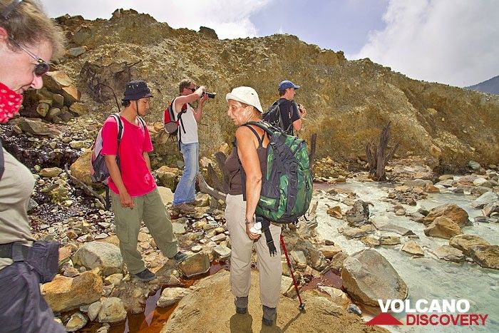The VolcanoDiscovery group at the acid creek inside the crater of Papadayan volcano (Photo: Tobias Schorr)