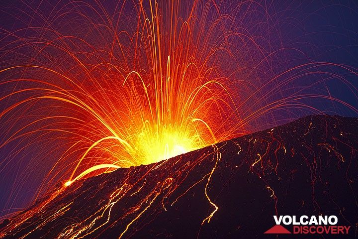 Powerful strombolian explosion showering the whole summit cone with glowing bombs. (Photo: Tom Pfeiffer)