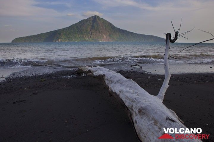 Looking towards Rakata Island, the largest remnant of the pre-1883 Krakatau island. (Photo: Tom Pfeiffer)