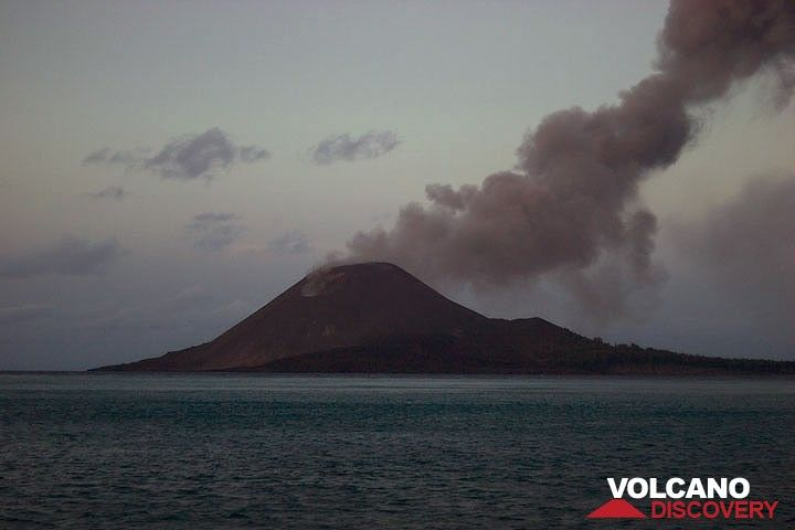 Anak Krakatau and a lazy ash plume drifting eastwards. (c)