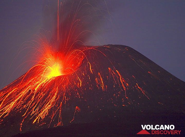22 Nov: Anak Krakatau's eruption look like Stromboli now... (c)
