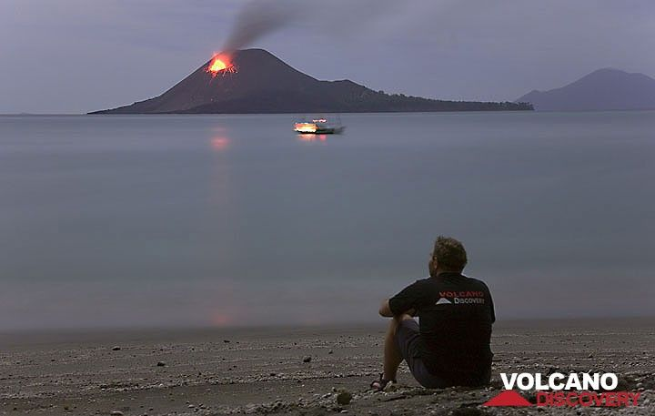 VolcanoDiscovery on location... (c)