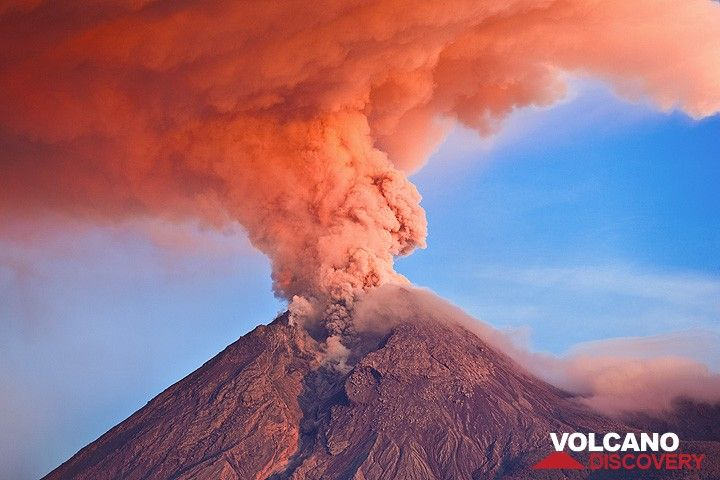 Mt Merapi (Central Java, Indonesia) in eruption with the ash column illuminated at sunrise (Nov 2010) (Photo: Tom Pfeiffer)