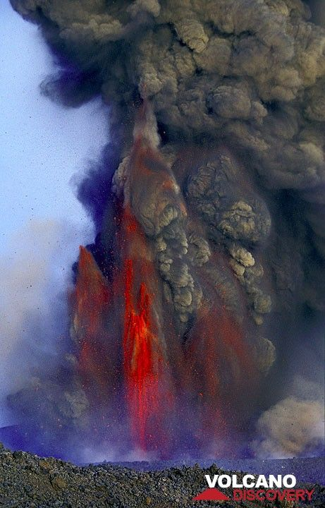 The activity at the 2500 m vent reaches a peak in violence on July 24. A pulsating, ash-rich lava fountain reaches several 100 m height and ash is raining down in Catania, where the airport is shut down.  (Photo: Tom Pfeiffer)