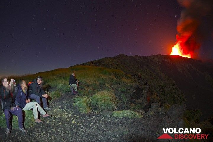 Our July group on this trip has been very lucky. first Stromboli, then Etna. We spend a fantastic night up here on Etna... (Photo: Tom Pfeiffer)