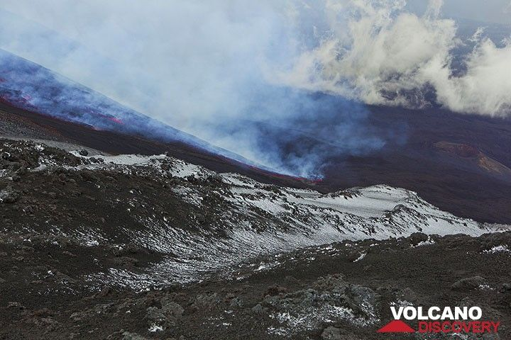 The lava flow has descended to the bottom of the Valle del Bove. (Photo: Tom Pfeiffer)