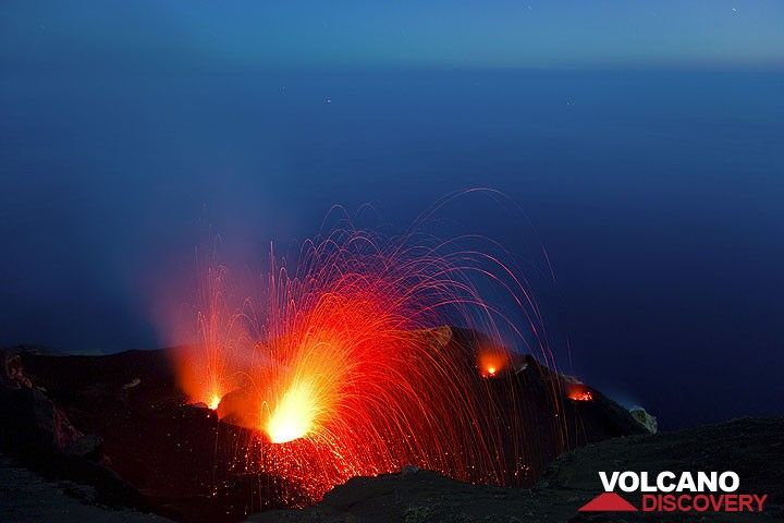 Eruptions from the NW and central vents in the blue twilight. (Photo: Tom Pfeiffer)