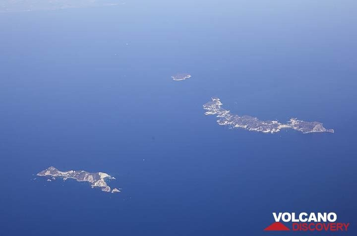 3 of the small volcanic Pontine Islands in the Thyrrenian Sea, seen from the plane towards Catania where the tour starts: Palmarola (l), Ponza (c) and tiny Zannone . (Photo: Tom Pfeiffer)