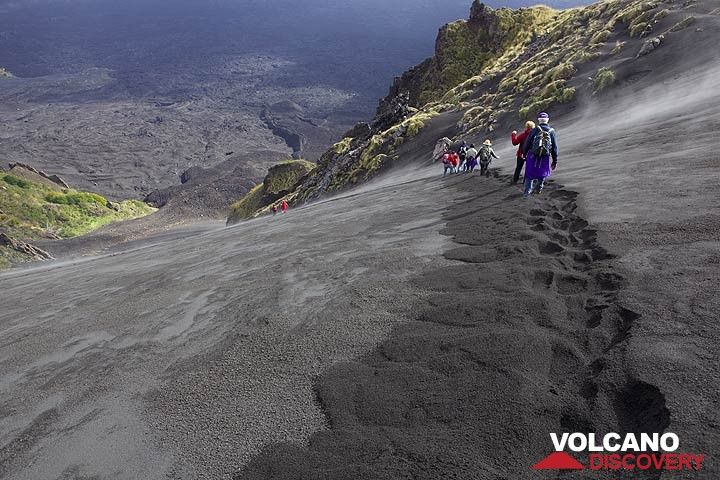 Descending into Valle del Bove, Etna volcano, Italy (Photo: Tom Pfeiffer)