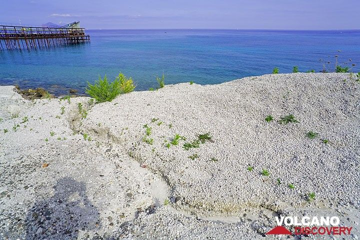 Pumice beach at the pumice quarry of Lipari (Photo: Tom Pfeiffer)