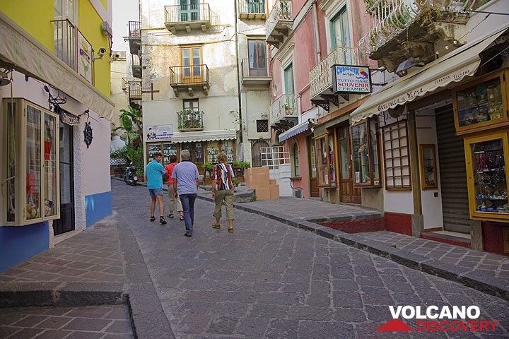 One of the main shopping streets, now quiet, in the usually buzzling old town of Lipari (Photo: Tom Pfeiffer)