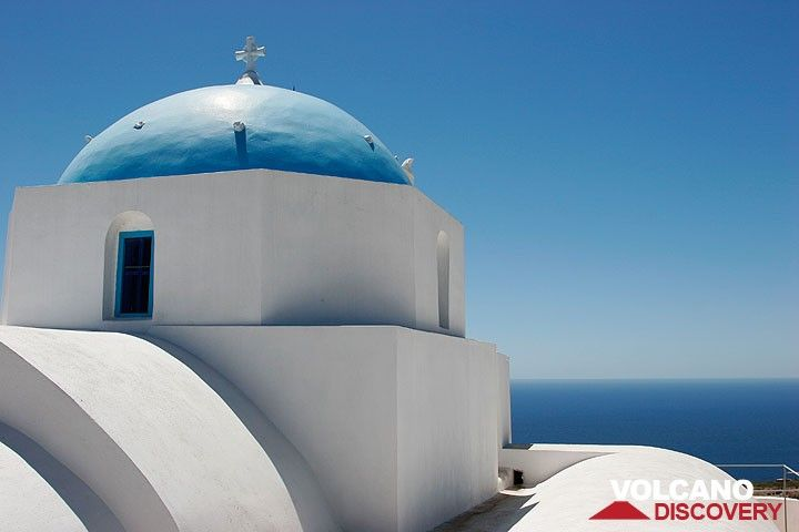 Church in Oia (Photo: Tom Pfeiffer)