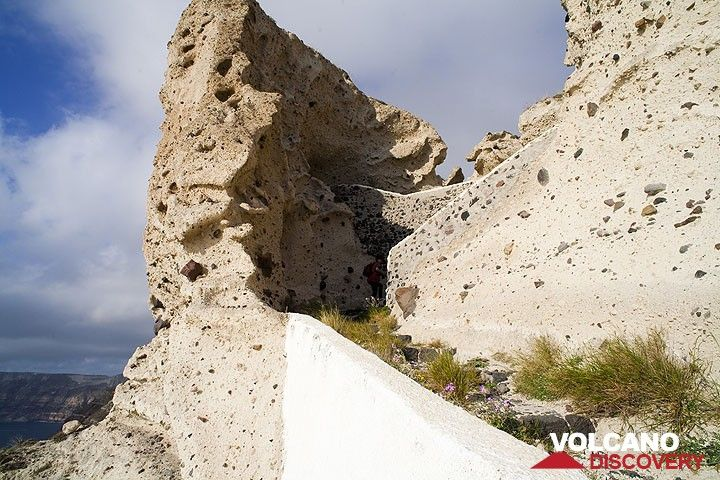 White pumice cliffs near Plaka (Photo: Tom Pfeiffer)