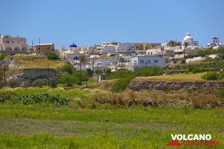 Karterados village in spring (Photo: Tom Pfeiffer)