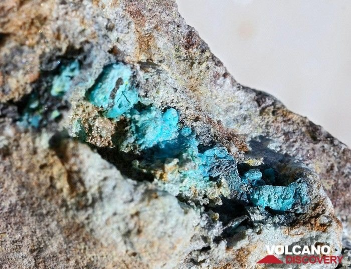 Chrysocolla from the Athinios port on Santorini island (Photo: Tobias Schorr)