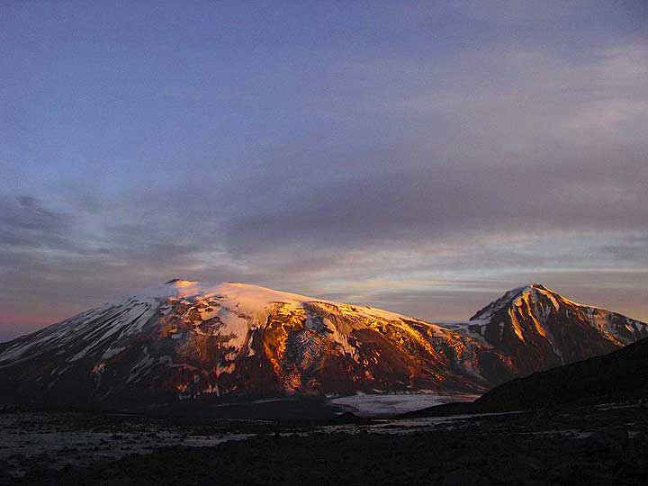 Ushkovsky volcano hit by the evening sun (Photo: Anastasia)