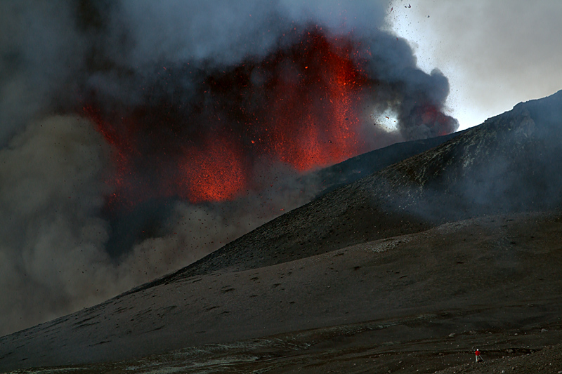 An astonished cameraman observes five fountains rising from the fissure (Etna New SE crater paroxysm 12 Aug 2011). (Photo: marcofulle)