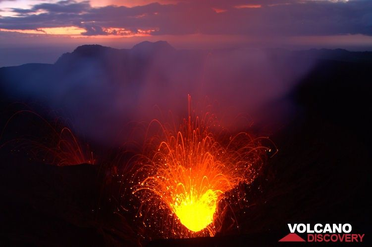 Strombolian activity from Yasur volcano at dawn (Tanna Island, Vanuatu) (Photo: Yashmin Chebli)