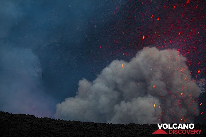 Ash-rich strombolian eruption at Yasur. (Photo: Tom Pfeiffer)