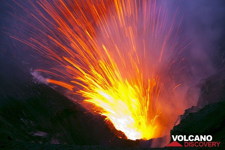 Explosion from a vent in Yasur's crater (Photo: Tom Pfeiffer)