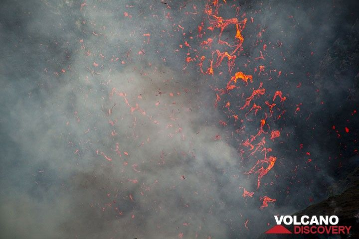 Liquid spatter ejected during an explosion of Yasur volcano (Photo: Tom Pfeiffer)
