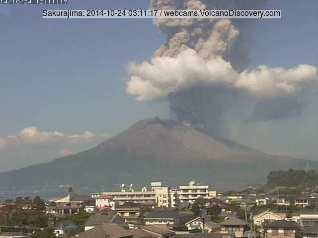 http://images.volcanodiscovery.com/uploads/pics/saku-2014-10-24-03-11-17.jpg