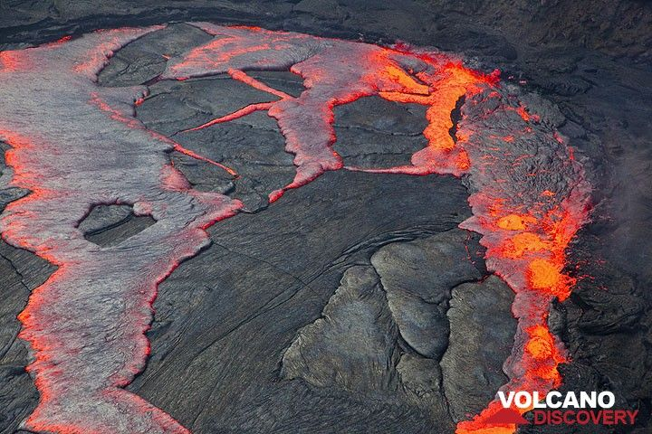 volcanos fluid lava The silica content and the amount of gas in the lava determines how fluid the lava is and how easily it will flow examples: hawaiian volcanoes 2.