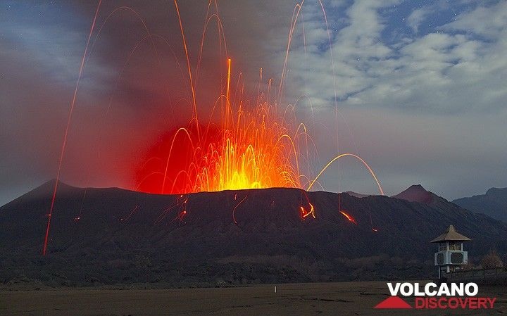 A powerful vulcanian-type explosion shakes the ground. Many incandescent bombs are thrown many hundreds of meters into the night sky, and many of them land outside the crater. Note, that most blocks are actually NOT glowing, making a further approach to Bromo quite dangerous. (Photo: Tom Pfeiffer)