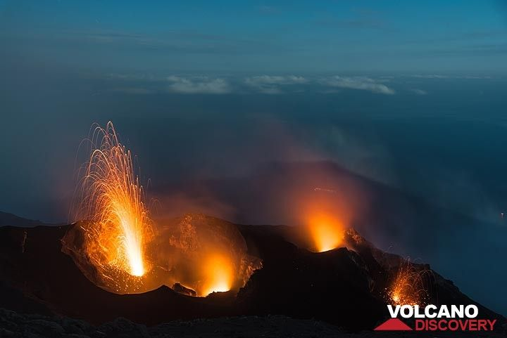 NW and eastern crater in eruptions. Moonshadow of the island over the sea in the background. (Photo: Tom Pfeiffer)