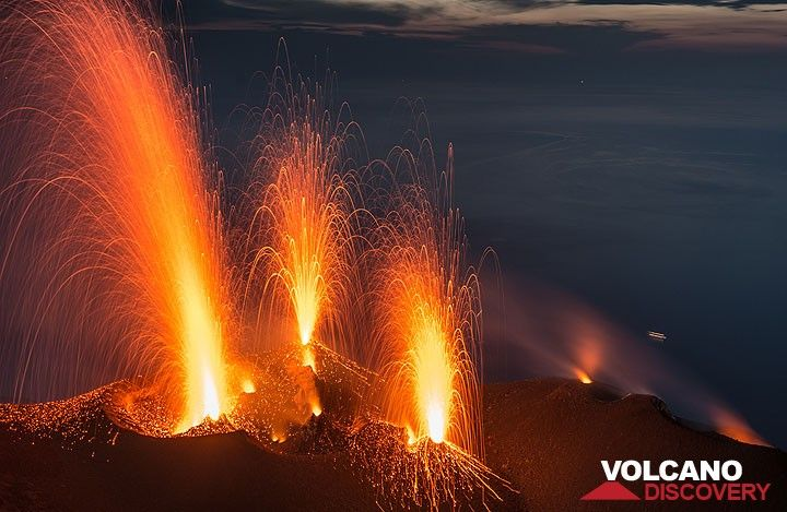 Stromboli volcano photos: strong activity June 2014 - 3 simultaneous strombolian eruptions from the western NW and central vents. (Photo: Tom Pfeiffer)