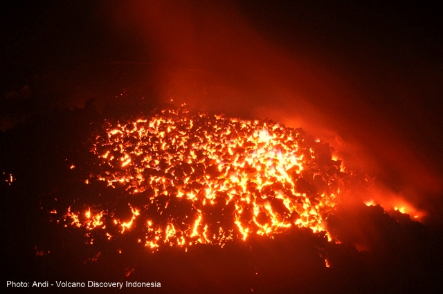 Semeru's active lava dome in late Nov 2014 (East Java, Indonesia) (Photo: Andi / VolcanoDiscovery Indonesia)